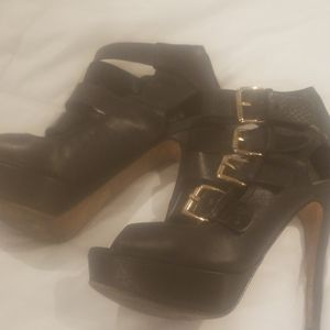 Black aldo heels with buckles